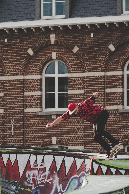 Skateur au Skatepark Ursulines à Bruxelles